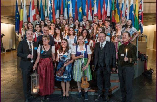 1513781528.9522-hlw-und-htl-bringen-friedenslicht-ins-eu-parlament
