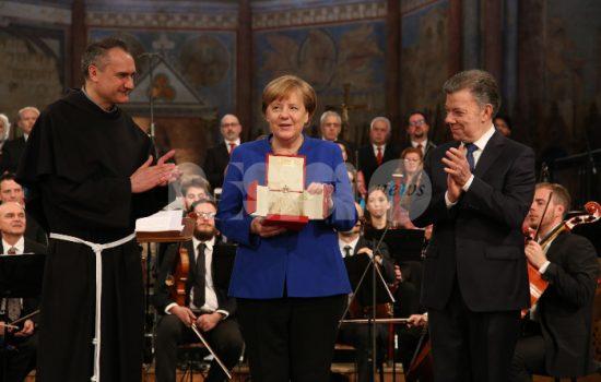 Angela-Merkel-con-lampada