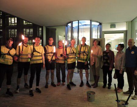 Lopers van JC De Pinte zijn klaar om het vredeslicht over te brengen naar .......