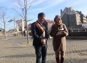 Aftrap in Deinze: Burgemeester Jan Vermeulen en Schepen van Welzijn Conny  de Spiegelaere